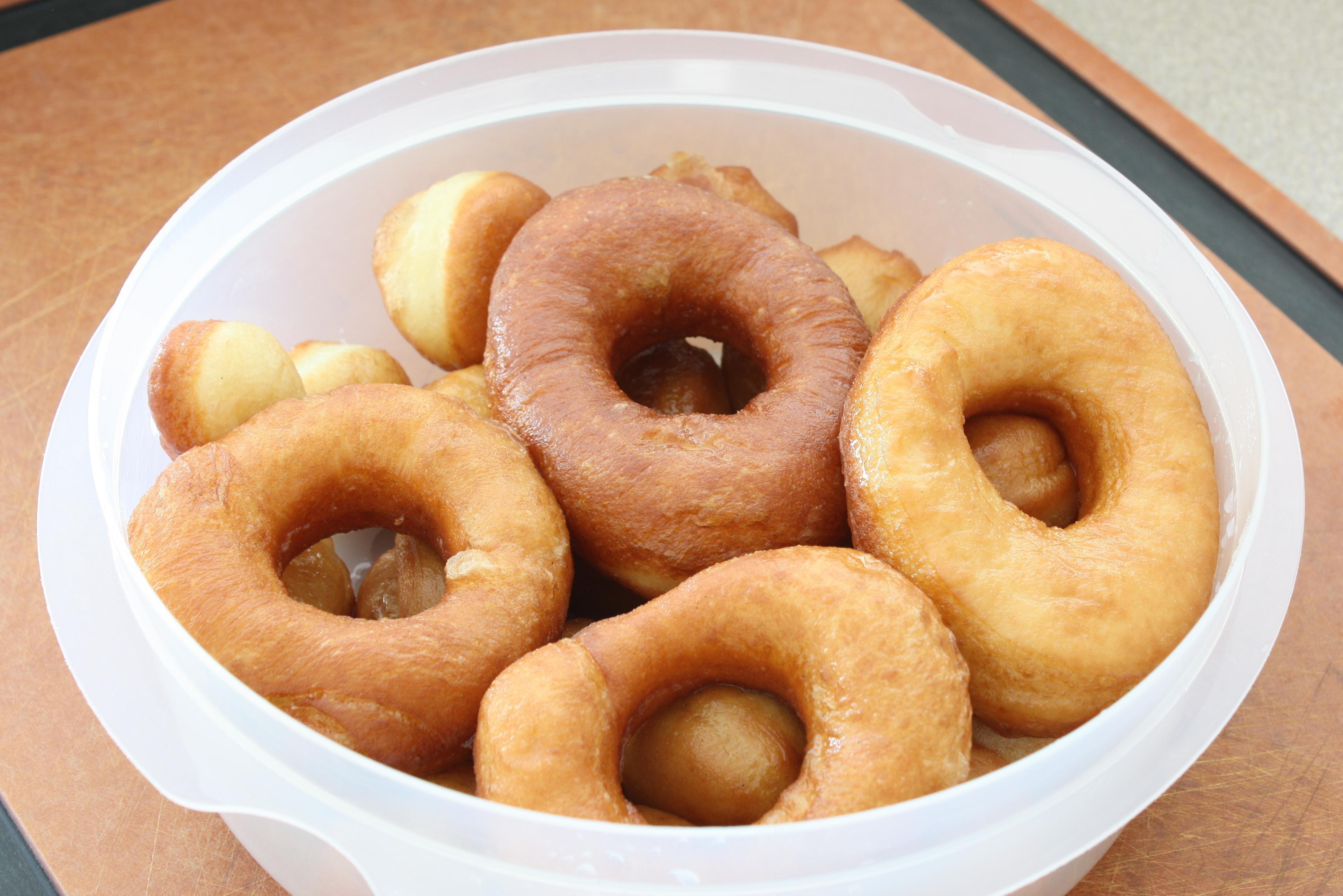 Приготовить пончики в домашних условиях на кефире